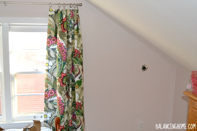 What to hang on the walls in a big girl room