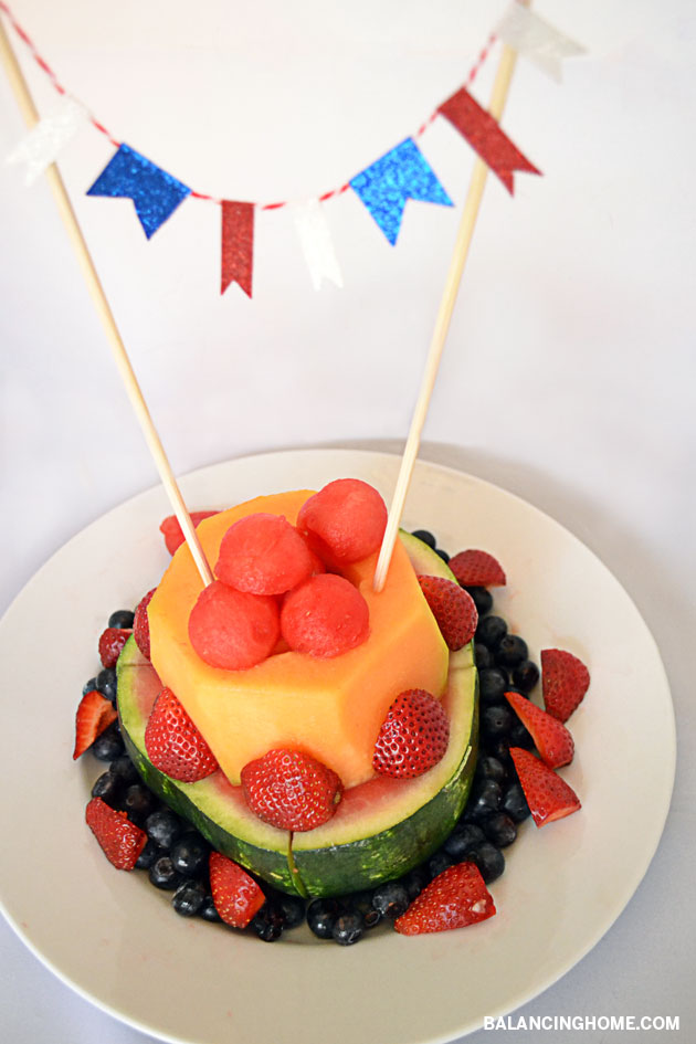 The cutest and coolest way to serve fruit. Easy as pie. Fruit cake love.