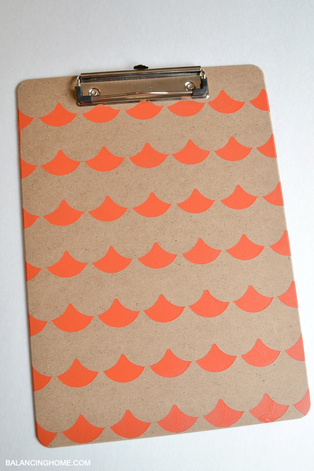 CLIPBOARD-DECORATED-WITH-FISH-SCALES-WITH-SCALLOP-SHAPE-TAPE