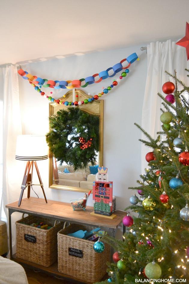 KINDERGARTEN-CHIC-CHRISTMAS-GARLAND