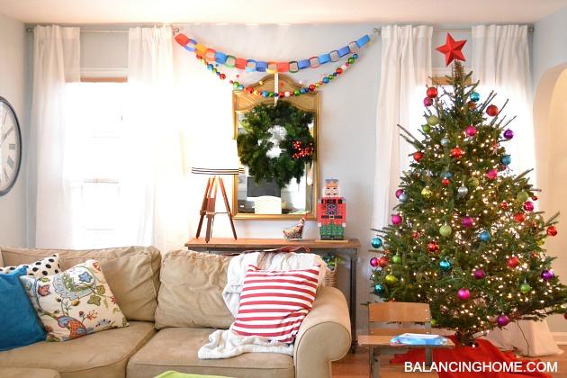 KINDERGARTEN-CHIC-LIVING-ROOM-CHRISTMAS-TREE