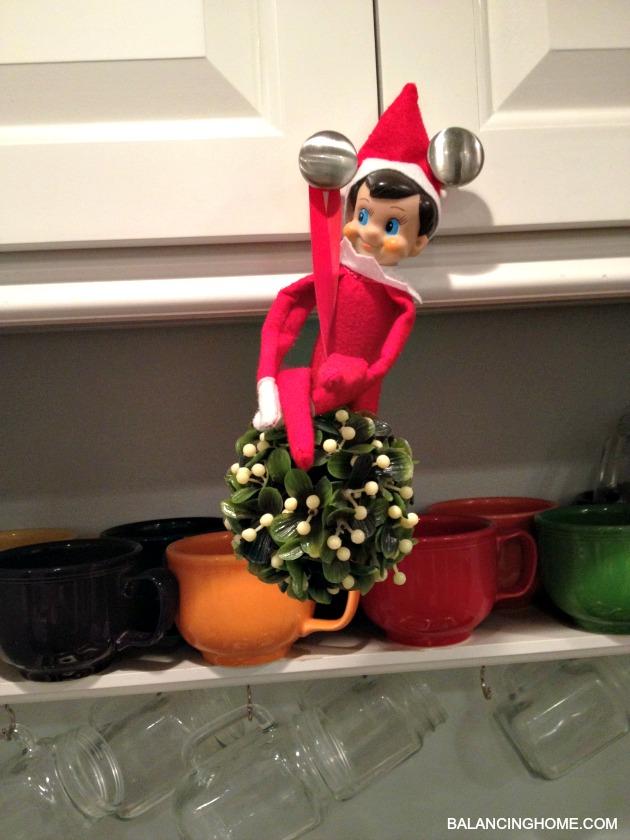 elf-on-the-shelf-mistletoe