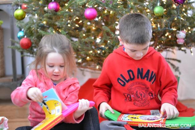 CHRISTMAS-PRESENT-KICK-BOARD
