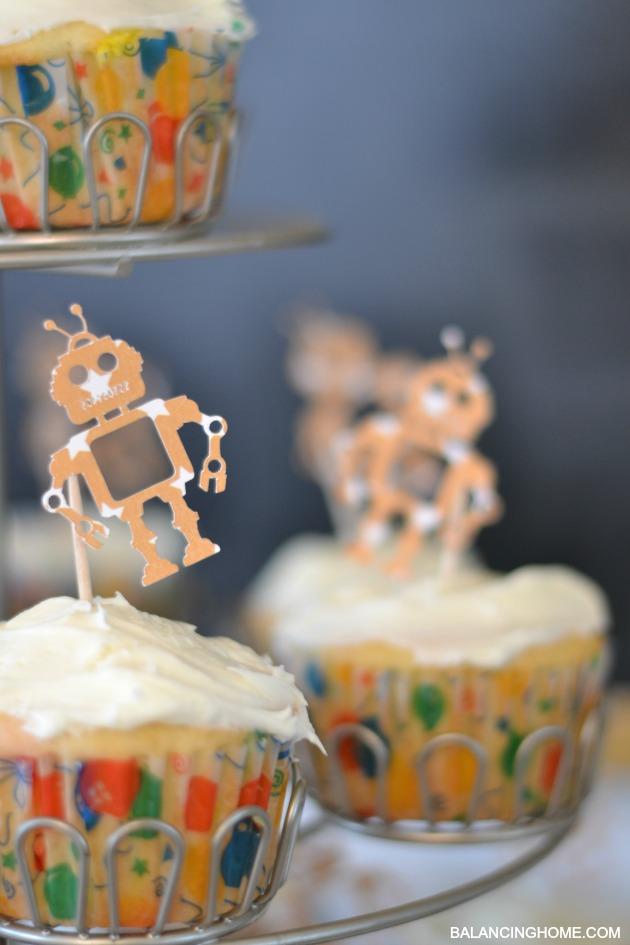 ROBOT-CUPCAKE-TOPPER