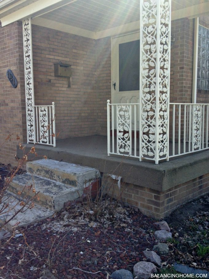 BEFORE-OUTDATED-FRONT-PORCH-CARPET-ROD-IRON