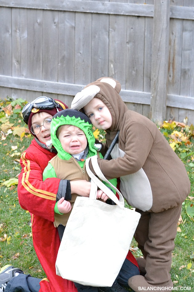 HALLOWEEN-TRICK-OR-TREATING
