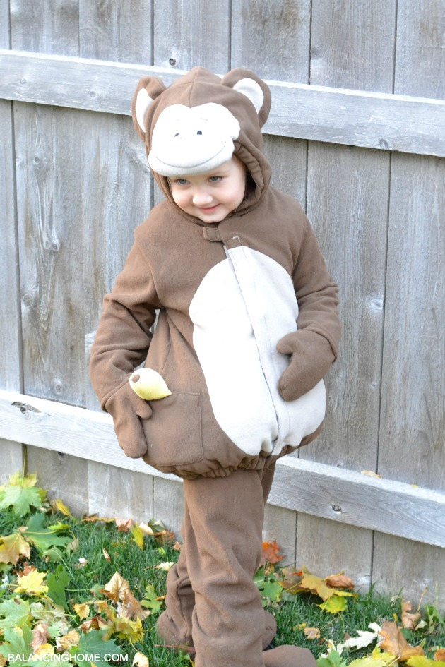 TRICK-OR-TREATING-MONKEY