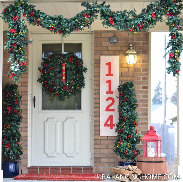 CHRISTMASO-FRONT-PORCH-34