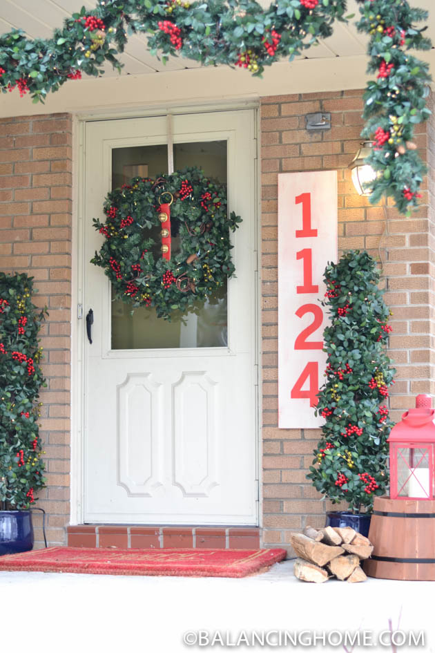 CHRISTMASO-FRONT-PORCH-43