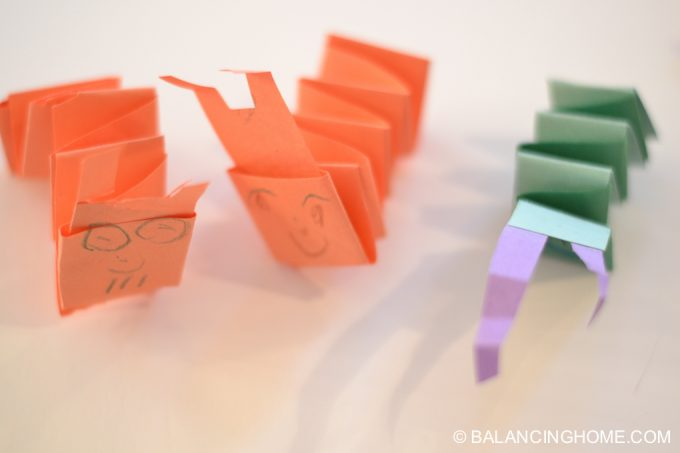 kid-craft-folded-paper-caterpillar-17